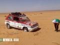 seat-panda-marbella-atascado-arena-desierto-marruecos-esperando-ayuda