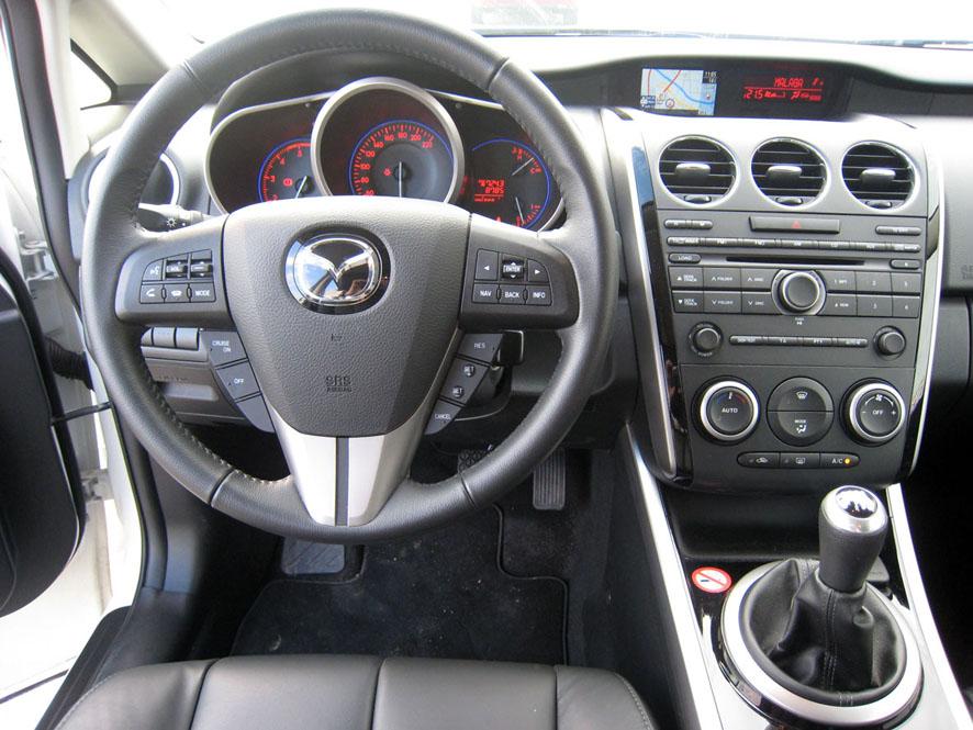 Interior, salpicadero y volante Mazda CX-7