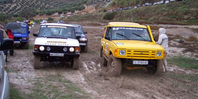 Vehículos en la salida de la prólogo del Raid Maroc 2003