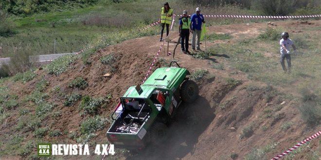 Equipo Zartando Balate, con Nissan Patrol, subiendo una rampa con winch en el Campeonato Extremo 4x4 de Andalucía Pizarra 2020