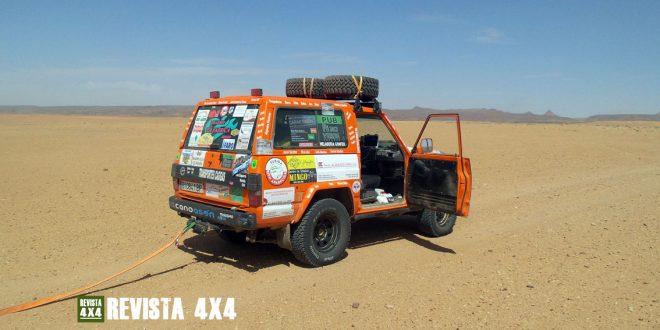 Nissan Patrol con eslinga en el desierto