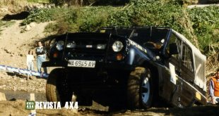 UAZ Martorelli 4x4 subiendo una rampa con barro