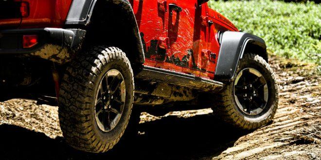 Cruce de puentes en un Jeep Wrangler Rubicon