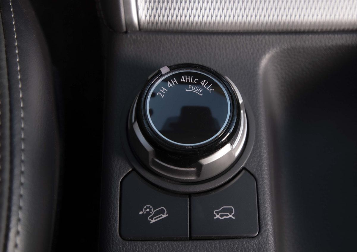 Detalle del mando que nos permite seleccionar las diferentes opciones que nos ofrece el sistema de tracción Super Select 4WD