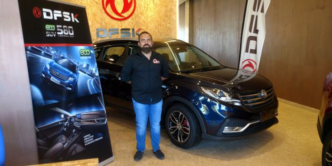 Manuel Campos, piloto de competición y presidente del Club Deportivo Team Zapatito 4x4, en las instalaciones de DFSK Málaga.